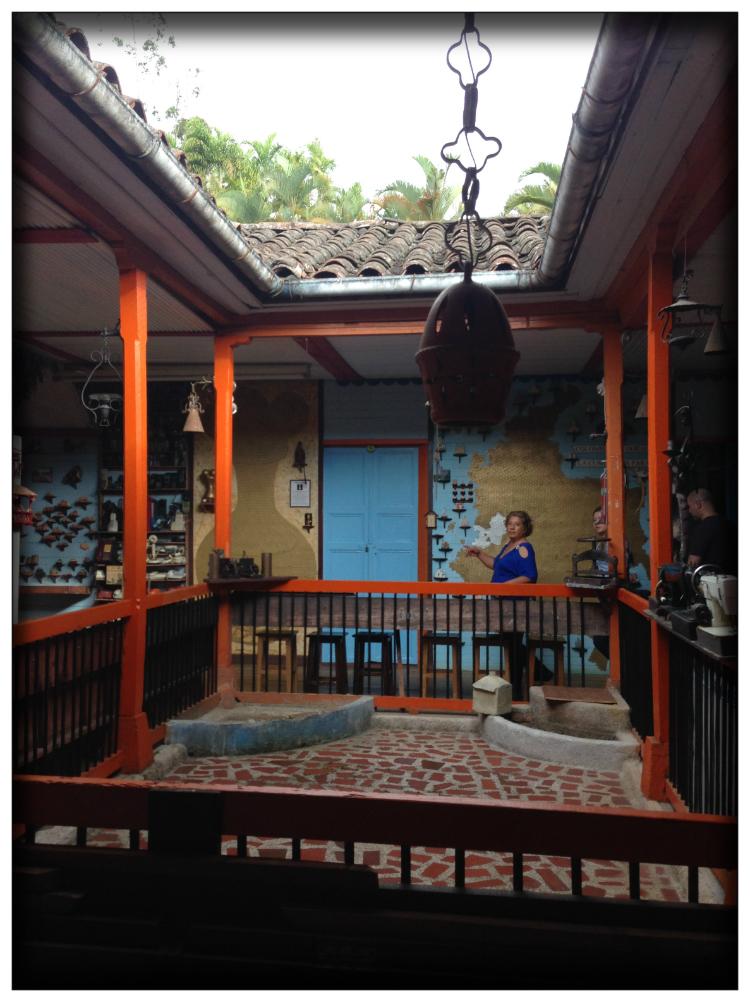 Villa-leticia-hotel-museo-casa-rural-colombia-la-cumbre-valle-del-cauca-mariposa-fashion-blog